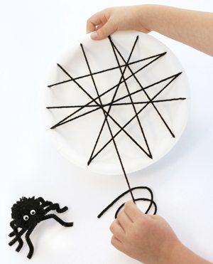 PagingSuperMom Blog, Halloween Crafts, Spider Web, Children's crafts, yarn