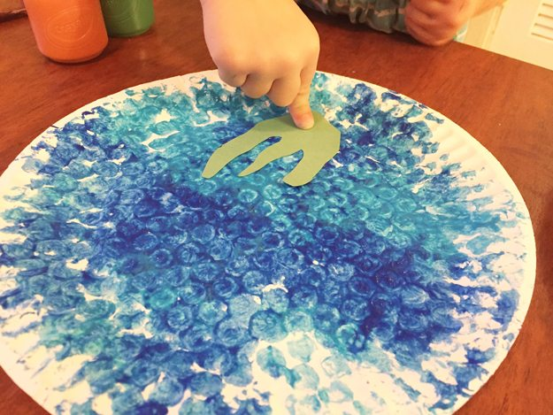 undersea-5, bubble wrap prints, paper plate, green construction paper