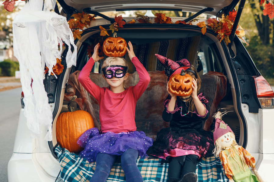 trick or treat, Halloween. trunk or treat